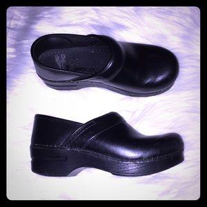 Black Dansko clogs size 35